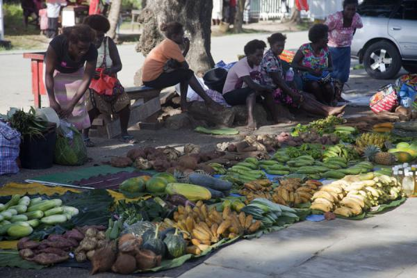 Picture of Waiting for customers: street vendors at the market of Gizo