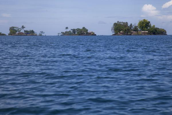 Foto de Artificial islets typical for Langa Langa lagoonTalakali - Islas Salomón