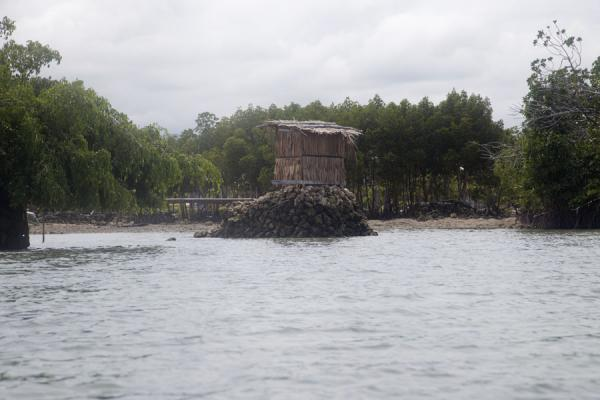 Foto de Small house on small islet in Langa Langa lagoonTalakali - Islas Salomón