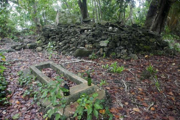 Picture of Skull island (Solomon Islands): Tomb with the shrine where the skulls are kept on Skull Island