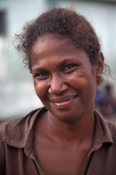 Friendly woman at the market of Honiara | Solomon Eilanden mensen | Salomonseilanden