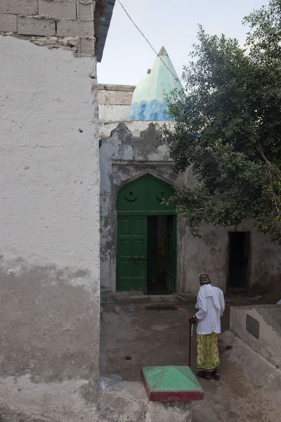 View of Fakr ad-Din mosque with the highest responsible leader walking towards it | Fakr ad-Din mosque | Somalia