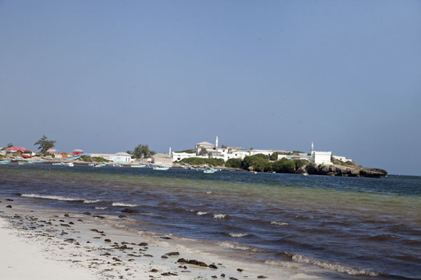 The small fishing village of Jazeera seen from the beach - 索马利亚