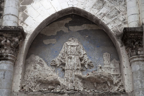 Foto di Badly damaged detail of a decoration of St Francis in the badly damaged cathedral - Somalia - Africa