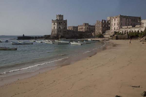 Foto van The small beach with the lighthouse at the endMogadishu - Somalië