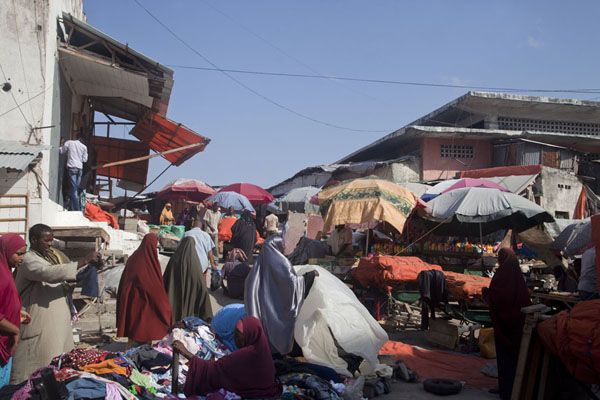 Market stalls on an early morning in Mogadishu | Mogadishu oude stad | Somalië