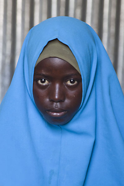 Foto van Refugee girl in Quranic school dressed in blue - Somalië - Afrika