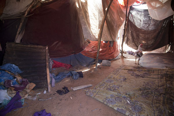 Foto van Interior of one of the tents in the refugee campsMogadishu - Somalië