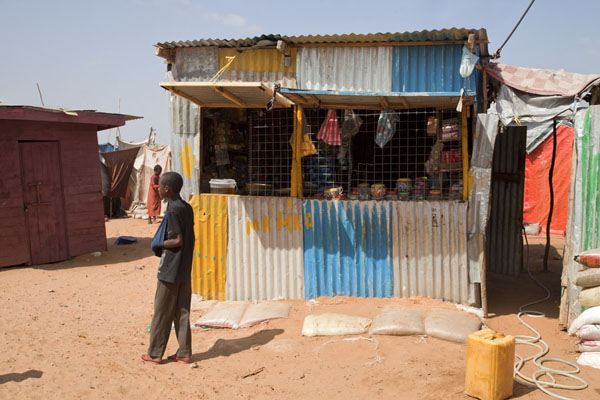Foto van Small shop in one of the refugee campsMogadishu - Somalië