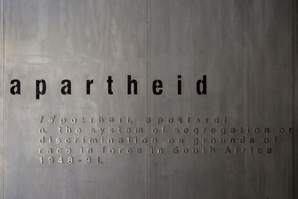 Foto de The definition of apartheid explained at the entrance to the museumJohannesburg - Africa del Sur
