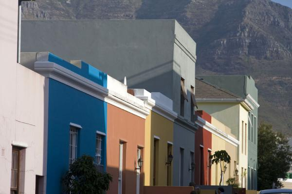 Street in Bo-Kaap with Table Mountain in the background | Bo-Kaap | South Africa