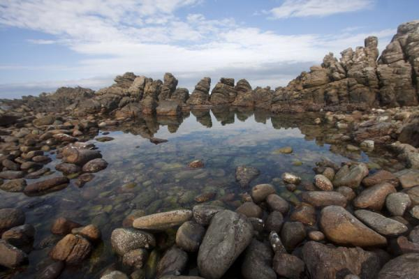 南非 (Small pool surrounded by rocks at Cape Agulhas)