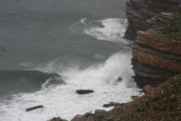 Ocean crushing against the rocks of Cape of Good Hope | Cape Point | Zuid Afrika