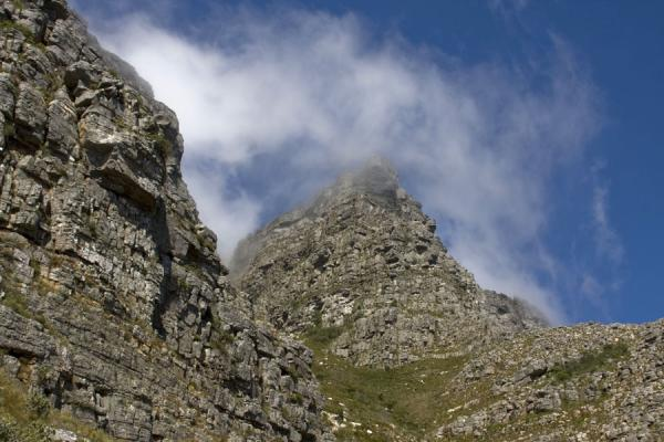 Cloud whirling around a peak of Table Mountain | Tafelberg | Zuid Afrika