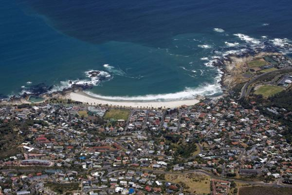 Camps Bay seen from the top of Table Mountain | Tafelberg | Zuid Afrika