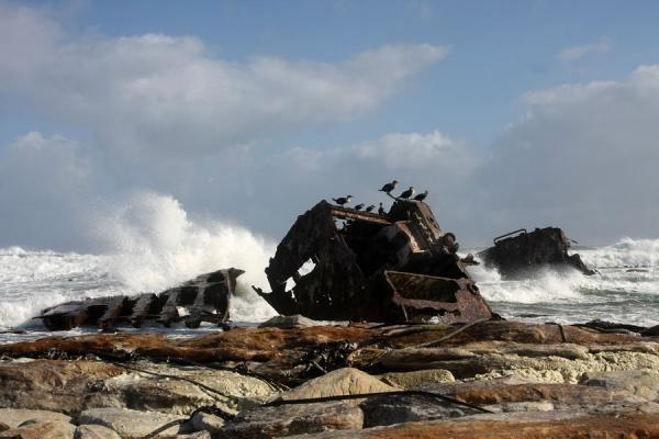 Photo de Afrique du Sud (Thomas T. Tucker shipwreck slowly eaten away by the waves)