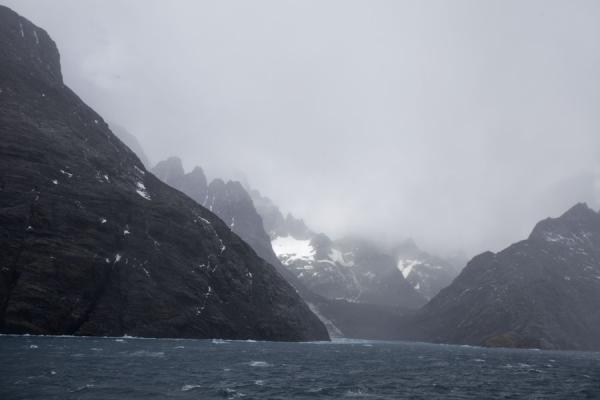 Clouds hanging over Drygalski Fjord - 南乔治牙和南三明治群岛