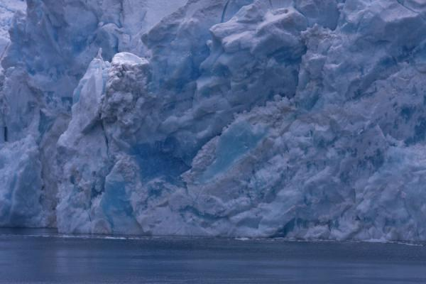Foto de Close-up of the blue and white Risting Glacier ending up in Drygalski FjordDrygalski Fjord - Islas Georgias del Sur y Sandwich del Sur