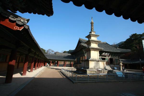 Picture of Bulguksa (South Korea): Seokgatap stone pagoda and Daeungjeon temple