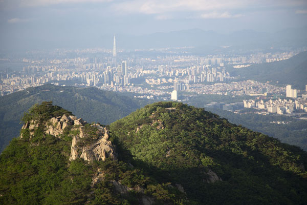 Foto van View from Yeonjudae hermitage with the skyline of northern Seoul and Lotte TowerSeoul - Zuid Korea