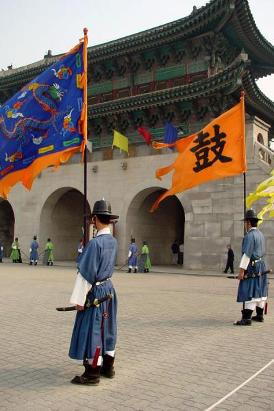 Guards at the Gwanghwanum or Southern gate | Gyeongbokgung Palace | South Korea