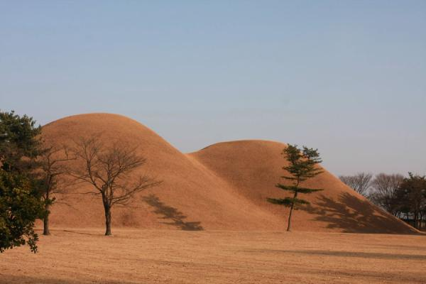 Picture of Gyeongju (South Korea): Royal tombs, pyramid-like, called tumuli
