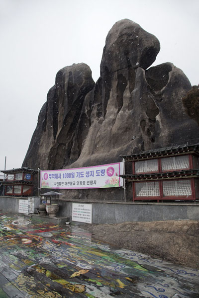 Picture of Inwangsan (South Korea): Looking up Seonbawi Rock, in the shape of a monk, a sacred place on Inwangsan