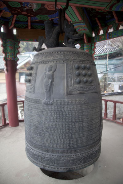 Foto di Huge bell on the slopes of InwangsanSeul - Corea del Sud