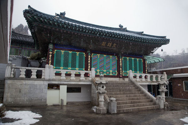 Picture of Inwangsan (South Korea): One of the many small, closed temples on Inwangsan