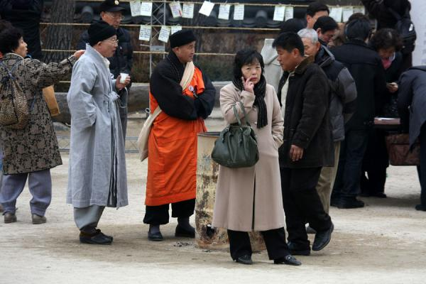 Picture of Jogyesa Temple (South Korea): People around a fire in the courtyard of Jogyesa temple complex