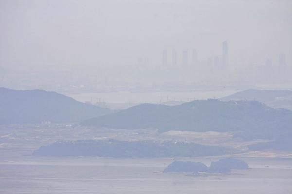 Picture of Manisan mountain (South Korea): Islands, Yellow Sea, and Seoul seen from the top of Manisan