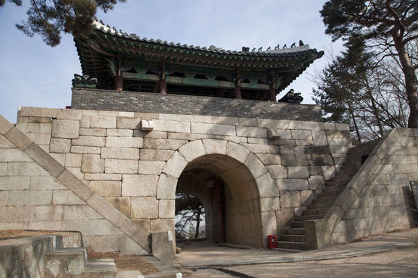 Foto van Sukjeongmun Gate on the east side of the city wallSeoul - Zuid Korea