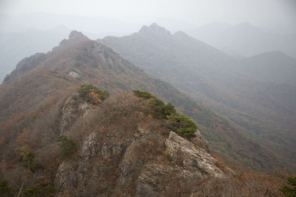 Photo de View towards Seoraebong Peak from Manghaebong PeakNaejangsan - Corée du Sud