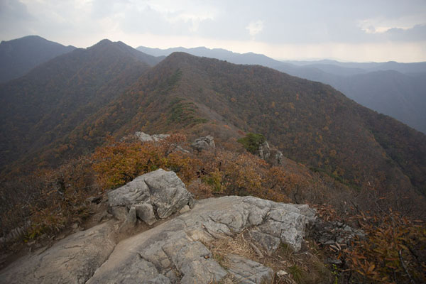 Foto van Looking west from the top of Manghaebong PeakNaejangsan - Zuid Korea
