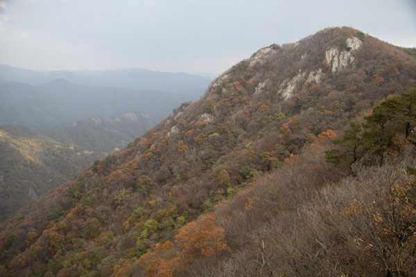 Foto van Janggunbong Peak (696m), the southernmost peak of the circuit at Naejangsan National ParkNaejangsan - Zuid Korea