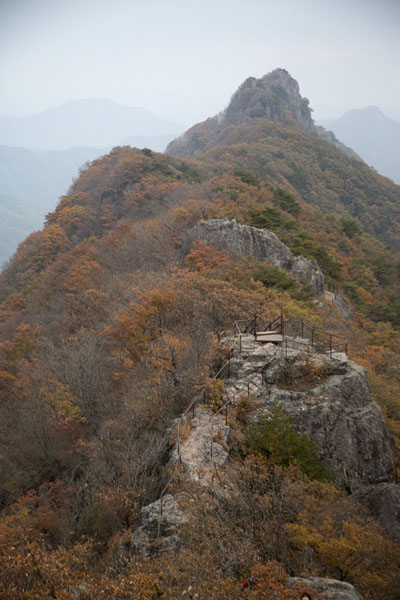 Looking east towards Seoraebong Peak from Bulchulbong | Naejangsan Mountain | Zuid Korea