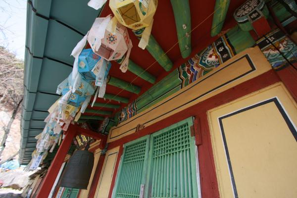 Picture of Namsan (South Korea): Bright colours decorating the ceiling of Sangseonam hermitage
