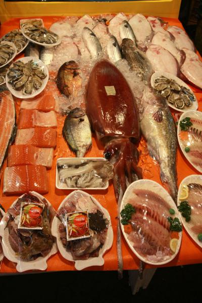 Picture of Noryangjin Fish Market (South Korea): Giant squid, salmon, and other fish and seafood for sale