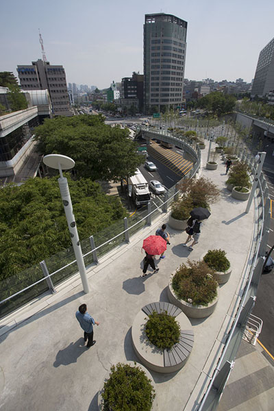 Looking over one of the western arms of the walkway | Seoullo 7017 | Zuid Korea