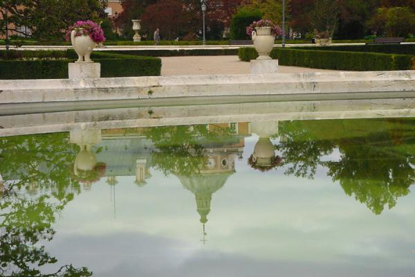 Reflection of royal palace in pond | Aranjuez | Spain
