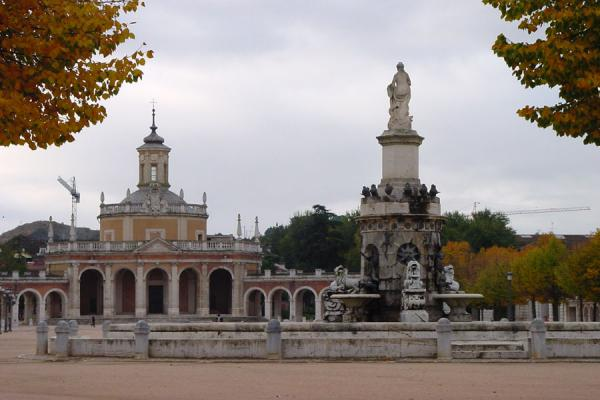 Picture of Aranjuez: Plaza San Antonio with fountain and Royal Chapel