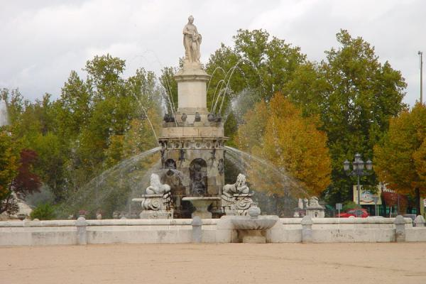 Picture of Aranjuez: Fountain on plaza San Antonio