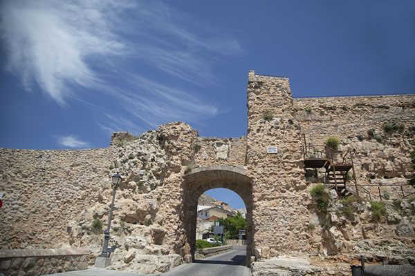 Wall and city gate of the castle of Cuenca | Cuenca old town | Spain