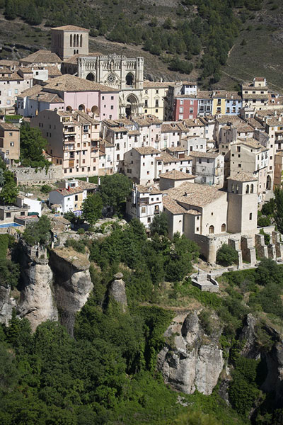 Foto van View of the old town of Cuenca with the cathedral and Plaza MayorCuenca - Spanje