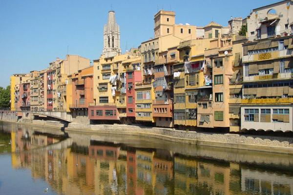 Typical houses reflected in the Onyar river | Girona | Spain