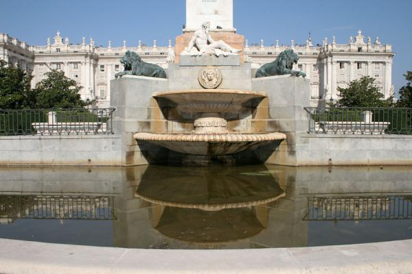 Monument and palace reflected in a small fountain on Plaza de Oriente | Royal Palace | Spain
