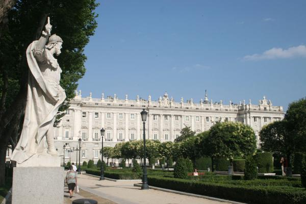 Picture of Royal Palace (Spain): Plaza de Oriente with trees, statues and the Royal Palace