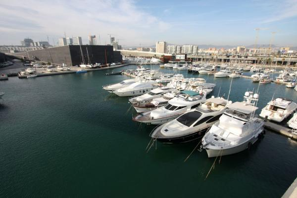Luxury boats moored in Port de Sant Adrià, the harbour of Parc Diagonal Mar | Parc Diagonal Mar | Spain