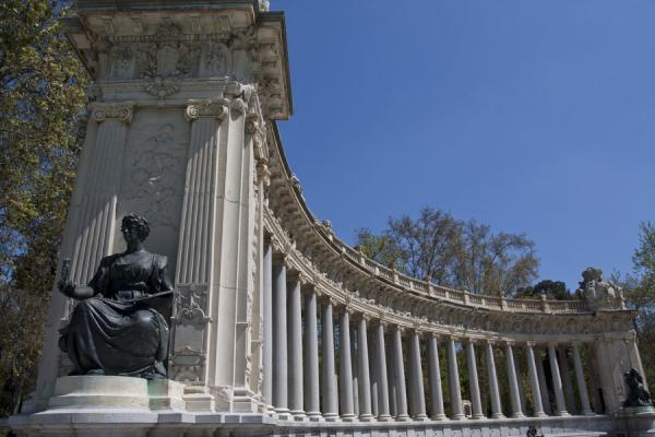 Colonnaded part with sculptures at the Monument to Alfonso XII | Buen Retiro Park | Spain