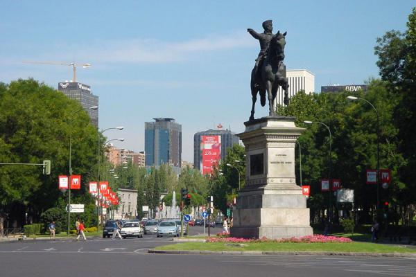 Statue in the midst of the Castellana, towards Madrid's Manhattan | Paseo de la Castellana | Spain